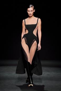 Бела Хадид на подиума на Mugler (Ready-To-Wear Fall 2020)