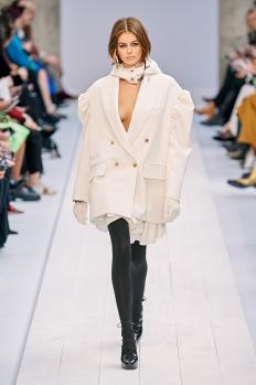 Кая Гербер на подиума на Max Mara (Ready-To-Wear Fall 2020) в Милано