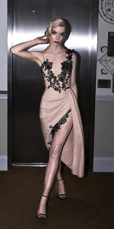 Аня Тейлър-Джой на SAG Awards, облечена във Vera Wang