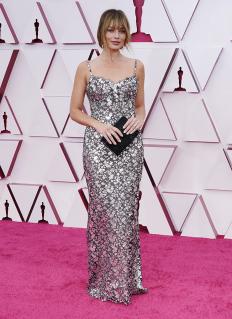 Марго Роби на Оскарите, облечена в Chanel