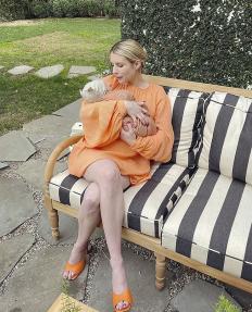 Две седмици след раждането Ема Робъртс показа бебето