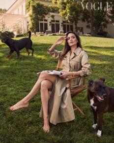 Анджелина Джоли във фотосесия за британския Vogue