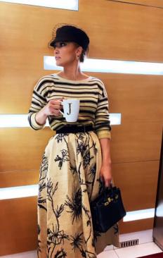 Джей Ло, облечена в Dior и готова за забързан ден