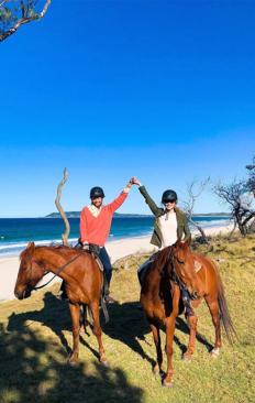 Никол Кидман на езда със сестра си Антония Кидман