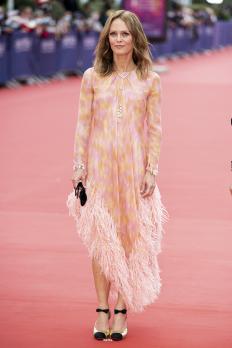 Ванеса Паради на филмовия фестивал в Довил, облечена от глава до пети в Chanel